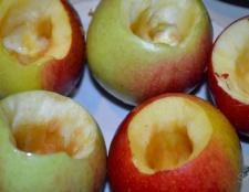 Яблука, запечені в мікрохвильовці