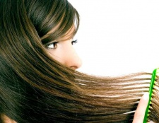 Як наносити олію на волосся