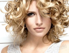 Як зробити волосся хвилястими