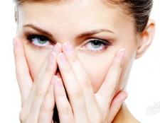 Чому тріскаються губи